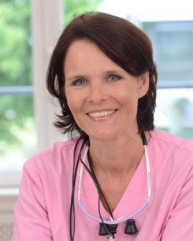 Dr. Claudia Honkomp, Zahnärztin und Zahntechnikerin